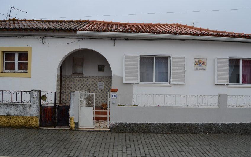 Moradia com garagem  (Refª B12)